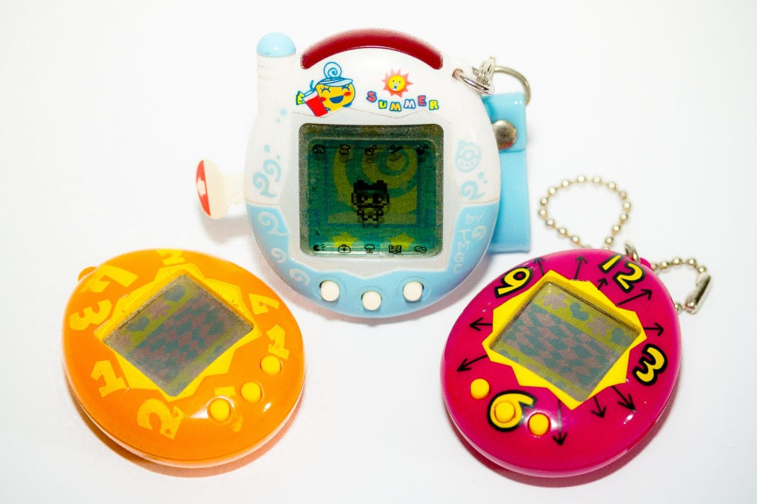 The struggles all 90's kids had with Tamagotchi's - Retroheadz