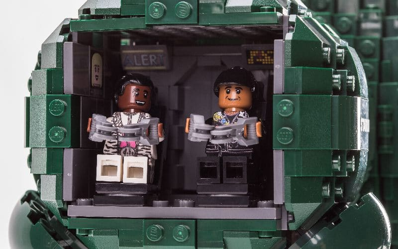 lego cat and lister in starbug's cockpit